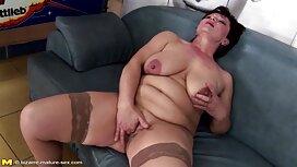 Brineta se miluje svojim omiljenim porno tube 2012 igračkama
