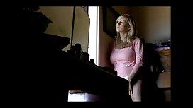 Beba je na kastingu pokazala svoje grudi i izlagala dupe ćelavom marture porno tipu