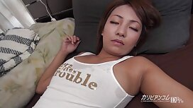 Gola brineta širi porno famile noge