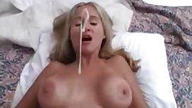 Djevojka sex porno 300 u trapericama daje momku posao puhanja