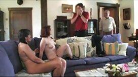 Velika frer porno guzica kuka pokazuje joj kacigu