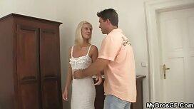 Seksi video porno mom pilić s malim sisama dobiva jebeni vrući mužjak