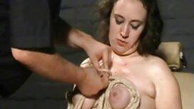 Karate djevojka igra porno famile se sa svojim gostom