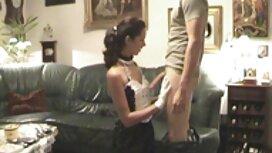 Mlada djevojka pokazuje svoje train porno prekrasno tijelo