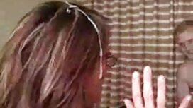 Maskirana plavuša nosila porno mouve je pojas čednosti!
